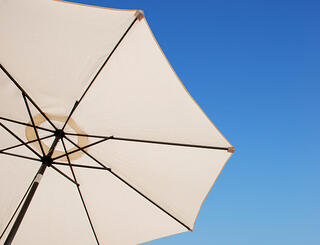 beach-umbrella_Q1xC8E-862x660.jpg