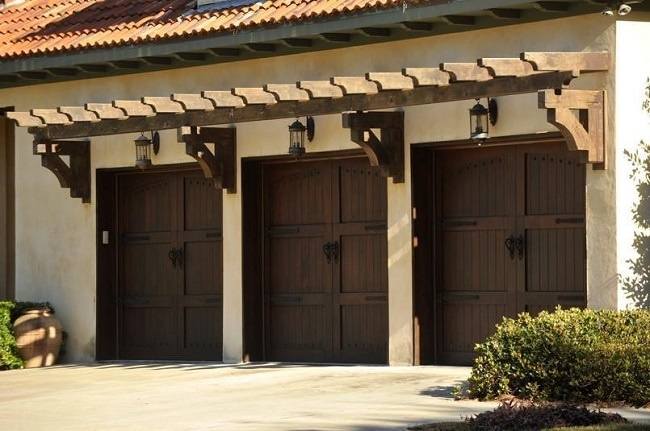 garage-door-with-pergola.jpg